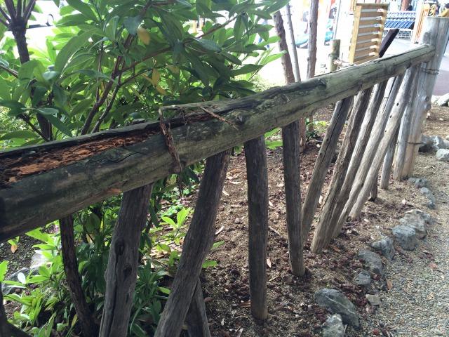 屋外木製エクステリアのシロアリ被害